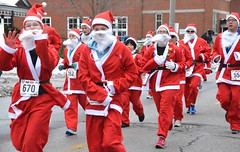 2018 The Santa Pur-suit (runwaterloo) Tags: julieschmidt sneakpeek 2018santapursuit3km 2018santapursuit santapursuit3km runwaterloo 670