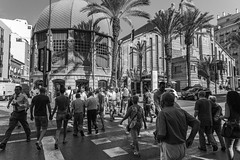 Mercado Central de Alicante (Michèle Aime Escudero) Tags: mercado marché alicante ville street pietons urban passant blackandwhite blancetnoir blancnoir micheleescudero monochrome monocromia espagne