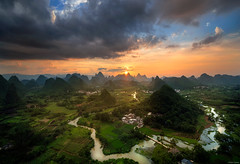 Between two peaks (Dan_Fr) Tags: yangshuo guangxi guilin china cuiping hill karst landscape river mountain peak travel sky cloud sunset goldenhour house water amazing scenery surreal rural viewpoint vista field grass asia village sony a7r exposureblending rayapro
