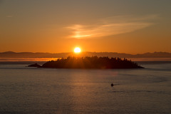 Sunset on the Ocean - West Vancouver, Canada (The Web Ninja) Tags: winter canada canon canon70d explore explorebc explored nature northshore photo photography travel vancity vancouver westvancouver westvan yvr color colorimage colour colourimage sun sunset ocean water