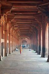 2018-10-26 0626 Indien, Fatehpur Sikri, Jama Masjid-Moschee, Arkaden am Haupteingang (Joachim_Hofmann) Tags: indien uttarpradesh fatehpursikri moschee jamamasjid bulanddarwaza monumentaltor haupteingang arkaden