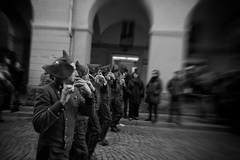 Musica in Movimento (W@nderluster) Tags: street people carnival carnevale ivrea piedmont italy pifferi movimento movement music blackandwhite biancoenero blancoynegro blancetnoir eos canon 1300d 1018mm lacittàmetropolitanaditorinovistadavoi