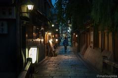 Kyoto night street (Mario Aprea) Tags: mario aprea city giappone gion japan kyoto travel street strada persone