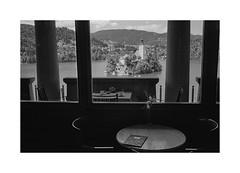 (Oeil de chat) Tags: nb bw monochrome film pellicule argentique 35mm kodak trix voigtlander bessa r2a colorskopar slovénie bled cadre vue ambiance voyage