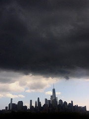 A storm's a-brewin' (djidjah) Tags: manhattan oneworldtradecenter freedomtower hudsonriver storm