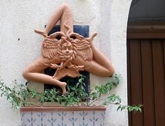 Cefalu, Sicilian trinacria in terracotta (Sokleine) Tags: cefalu sicilia sicile sicily italia italie italy italien eu europe décorarchitectural architecture trinacria triskel terracotta terrecuite