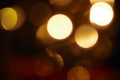 Dansing lights. Lumières dansantes. Luz bailando. (woolgarphilippe) Tags: light lights lumière lumières luz floue blur bokeh abstract abstrait gold golden doré dorée joie joy felicidad