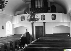 tm_5904 (Tidaholms Museum) Tags: svartvit positiv interiör kyrka orgel 1934 1930talet människor