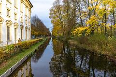 Südlicher Schloßkanal in Schleißheim, Bayern. (Janos Kertesz) Tags: schlosschleisheim herbst autumn bavaria bayern architecture water old building travel europe canal house sky tree tourism bridge