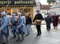 poilus en 18 garde champetre Monsieur le Maire (hdsulpice) Tags: 1418 poilus saintsulpice centenaire armistice maire gardechampetre fusil tambour 11novembre2018 casquette fête defilé village celebration streetphotography