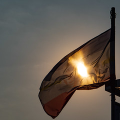 Wind & Sonne (Art de Lux) Tags: boltenhagen ostsee flagge sonne wind gegenlicht artdelux deutschland germany balticsea flag sun pier sky backlit seebrücke himmel microfourthirds mft gx8