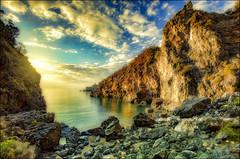 fino al punto più lontano (Gio_guarda_le_stelle) Tags: seascape landscape peaceful quiet italy sun sunbeams meraviglia attesa orizzonte waiting man i 4x4 scogliera bellezza httpswwwyoutubecomwatchve6r2ytmoiwqindex2listrdhgdzmbd2nza