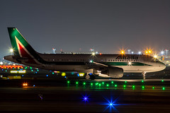 EI-EIC, Airbus A320-216 of Alitalia. (David James Clelford Photography) Tags: eieic airbusa320216 alitalia runway18 frankfurtmainairport eddf fra aircraft airplane airliner airport airbus aeroplane jet jetliner civilaviation aviation nightphotography nightshot