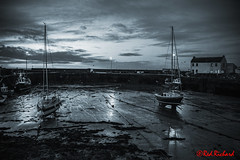 Low tide (red.richard) Tags: bw monochrome harbour boats yachts wall sand dawn sky clouds nikon d3300 redrichard