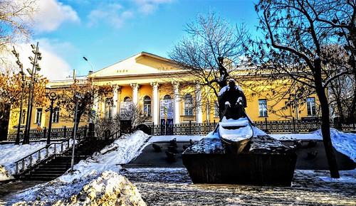 Monumento dedicada al escritor Mijail Sholojov por el escultor Alexander Rukavishnikov - Gogol Boulevard en Moscú