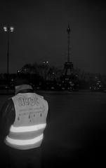 Rock and Roll (stagire) Tags: giletsjaunes 8décembre manifestation paris acte4 acteiv minolta aft minoltaaft rokkor argentique analogique film ilford ilfordhp5 hp5 ilfosol3 selfdeveloppement scanner epsonv550 epson noir noiretblanc bw blanc