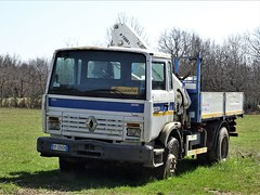 1988 Renault RVI 230 Ti Midliner (Alessio3373) Tags: truck oldtruck camion abandoned abandonedtruck unused unloved neglected forgotten forgottentruck abandonedcars scrap scrapped scrappedcars rvi renault renault230ti renaultmidliner renault230timidliner