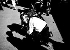 000944 (la_imagen) Tags: lindau lindauimbodensee sw bw blackandwhite siyahbeyaz monochrome street streetandsituation sokak streetlife streetphotography strasenfotografieistkeinverbrechen menschen people insan light shadow licht schatten gölge ışık swabianalemannicfastnacht schwäbischalemannischefastnacht fasnet fastnacht fasching mask fool karneval carnival love