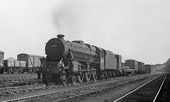 Pick-up goods at Hunslet (Garter Blue) Tags: leeds steam hunslet black5 lms train goods freight 1966