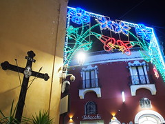 PA070283 (kriD1973) Tags: europe europa italia italien italie italy campania kampanien campanie costiera amalfitana amalfi coast côte amalfitaine amalfiküste salerno salerne positano luminarie croce cross croix kreuz cruz