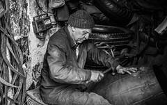 Workin (Robert Mehlan - Munich) Tags: canon5dmkii marokko man marocco friendly streetphotography robertmehlan oldmanworking marrakesh