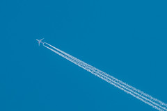40.000 ft and rising (mzdv) Tags: airplane spotting boeing 787 blue sky autumn contrails chemtrails