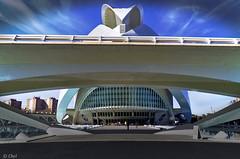 Entre el Palacio y yo (chelocatala) Tags: arquitectura palacio opera teatro puente cielo valencia españa