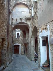 7] Castelvecchio R.B. (SV), vicolo _+3 (mpvicenza) Tags: castelvecchiorb1 liguriasvborghimedievali fk italia liguria sv castelvecchiorb