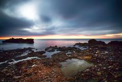 Esperando al Sol (candi...) Tags: amanecer mar cielo nubes naturaleza nature agua sonya77 airelibre rocas