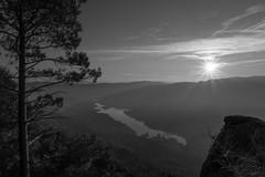 Pedra Bela - Gerês (Marco Pereira Fotografia) Tags: pedra bela gerês minho portugal canon 7d sigma 1750mm os sol sun paisagem landscape preto e branco black white pb bw