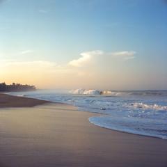 Sri Lanka, 2018 (Pavel Moroz) Tags: шриланка хиккадува пляж пленка среднийформат srilanka hikkaduwa beach film expiredfilm life people rolleiflex rolleiflex28gx planar kodak kodake100gx slidefilm mediumformat 6x6 street 2018 ektachrome