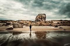 Bretagne 2018 (elizzzzza67) Tags: 18200mm 2018 appareilphoto atlantique bretagne canon80d ciel femme meneham nuages ocean plage reflets roche silhouette