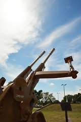 Looking to the skies for the airplanes that are not there (radargeek) Tags: fortsill oklahoma 2018 august military gun army militarybase antiaircraftgun