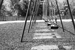 📷⚪️⚫️#bnw #bnwphotografy #blackandwhite #blancoynegro #photo #photography #black&white (phorsenth) Tags: playground swings 50mm bnw bnwphotografy blackandwhite blancoynegro photo photography black