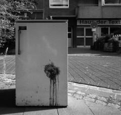 Kirchfeldstrasse (andi_heuser) Tags: urban kühlschrank refrigerator strasse street kirchfeldstrasse düsseldorf film analog analogue schwarzweiss blackwhite schwarzweissfilm ilford ilforddelta3200 6x7 mittelformat mediumformat 120 andiheuser