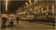 13-ESTACIÓN DE FERROCARRIL- BUDAPEST - (--MARCO POLO--) Tags: estaciones nocturnas ciudades curiosidades trenes