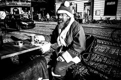 Homeless in the Christmas mood.... (Sean Bodin images) Tags: november2018 christmas julemarket nørreport nytorv højbroplads copenhagen citylife candid city citypeople children people photojournalism photography reportage voreskbh visitdenmark visitcopenhagen visualculture visuelkultur denmark documentary delditkbh jlemand homeless