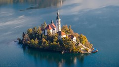 The Bled Island... (keriarpi) Tags: lake bled lakebled church slovenia holiday trip travel visiting visit blue sky mountain ostojnica ostrica water island landscape cityscape panorama pano view