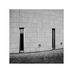 2+2 (Franco & Lia) Tags: olbia museoarcheologico architettura architecture minimalism minimalismo biancoenero blackwhite noiretblanc schwarzundweiss sardegna sardinia