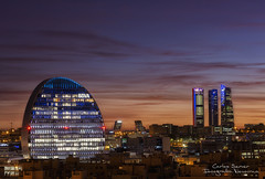 Atardecer Madrid (Carlos Server Photography) Tags: atardecer puestadesol hora azul bbva building area torres kio madrid sunset blue hour edificios fotografíanocturna canon canon5dmark3 100400 largaexposición nightscapes nightphotography longexposure city lights españa canonespana