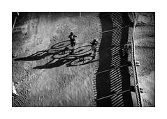Tour de Franconie (Armin Fuchs) Tags: arminfuchs würzburg lavillelaplusdangereuse tourdefranconie franconie bicycles shadows fence hff