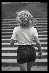 Júlia (TheJennire) Tags: photography fotografia canon blackframes 2018 50mm indianapolis indiana usa eua summer jeans ootd outfit curlyhair blonde fashion portrait blackandwhite naturallight unitedstates faceless