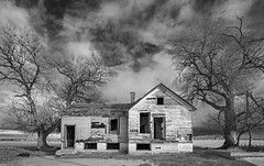 the batman house (eDDie_TK) Tags: colorado co weldcountyco weldcounty ftluptoncolorado brightoncolorado abandoned homesteads coloradoseasternplains blackandwhite bw