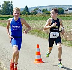 Looks (Cavabienmerci) Tags: triathlon 2017 neunkirch switzerland suisse schweiz kid child children boy boys run race runner runners lauf laufen läufer course à pied sport sports running triathlete