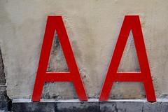 AA - LLETRES GIMNASTES - POEMA CORPORI DE JOAN BROSSA - CARRER RAURIC, 6 (Yeagov_Cat) Tags: 2018 barcelona catalunya carrerrauric poemacorpori joanbrossa lletresgimnastes aa 1997 elingenio