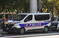 Police Paris - TC USOC (Arthur Lombard) Tags: police policedepartment policecar policestation renault renaulttruck renaulttrafic led bluelight gyrophare gyroled policenationale dopc usoc emergency paris nikon nikond7200 112 17 911 999
