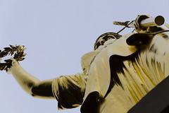 Die krönende Viktoria (JaMu98) Tags: gold goldelse viktoria siegessäule hauptstadt deutschland berlin