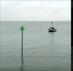 Beach, Estuary & Mudflats: Underwater Obstruction and Boat DSC00577 (Trevor Durritt) Tags: ©trevordurritt sonycybershotdschx9v obstruction thamesestuary northsea warning southendonsea essex england digitalcompactcamera boat vessel