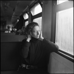 Ксения. Дорожный портрет. (Natasha Buzina) Tags: portrait road train inmotion mediumformat pentaconsix film fomapan blackandwhite bw 6x6 square пленка портрет среднийформат