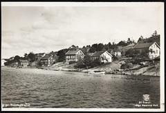 Postkort fra Agder (Avtrykket) Tags: bolighus brygge båthus hus postkort sjekte uthus tvedestrand austagder norway nor